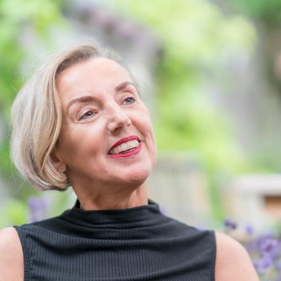 Portret Gerdie Jullens in tuin_551x551.jpg
